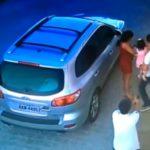 Cámara de seguridad graba momento en que asesinan a abogado delante de su hija
