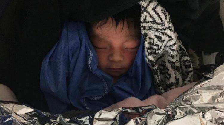 Rescatan a bebé abandonado en lote baldío en Oaxaca