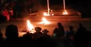 Justicia por mano propia: prenden fuego a presunto ladrón (VIDEO)