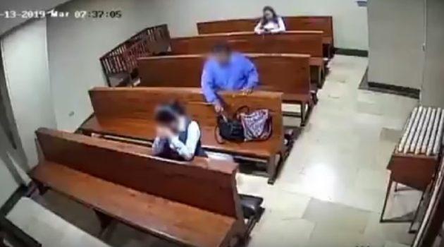 Se persigna luego de robar en una iglesia (Video)